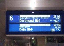 Eine Anzeigetafel der Deutschen Bahn am Flughafenfernbahnhof Frankfurt am Main | Foto: Martin Krauß