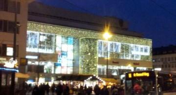 Weihnachtlich geschmücktes Luisencenter in der Darmstädter Innenstadt. | Foto: Martin Krauß