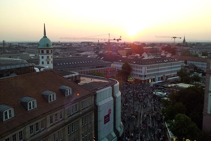 Blick vom Riesenrad über die Dächer Darmstadts in Richtung Ernst-Ludwigs-Platz und Friedensplatz
